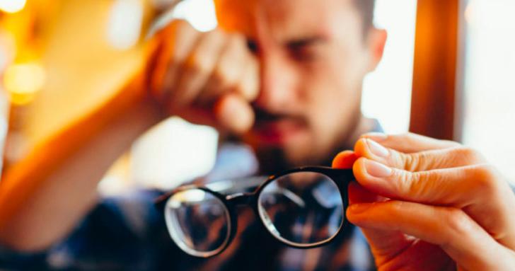 Expertos alertan por aumento de casos de miopía debido al confinamiento y mayor uso de pantallas