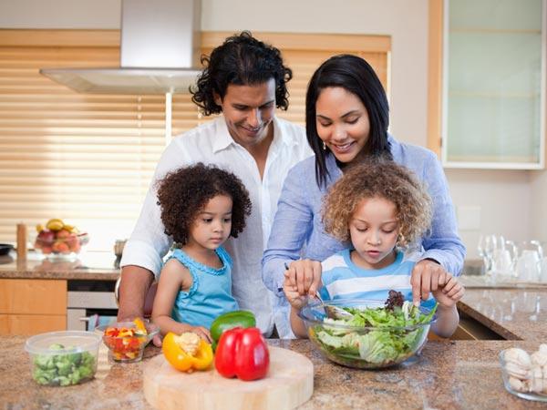 Para que los niños coman sano, ¡hay que  educarlos!